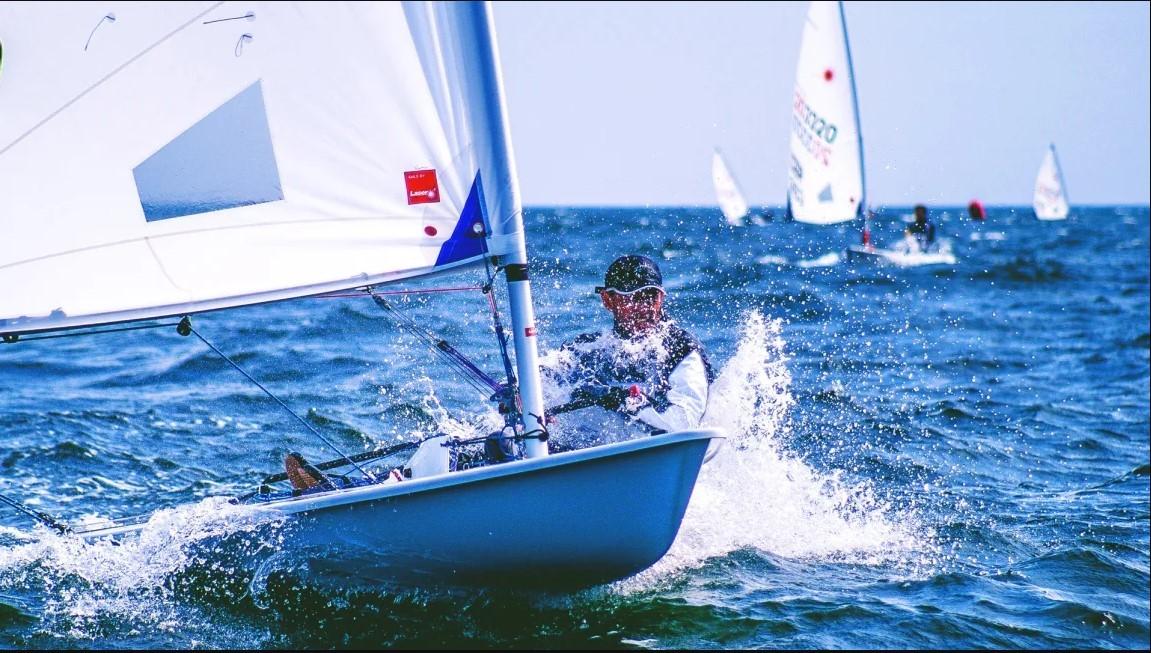 Teamwork while sailing